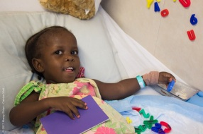 Yaoba enjoys playing with magnetic letters while recovering from surgery on B Ward.